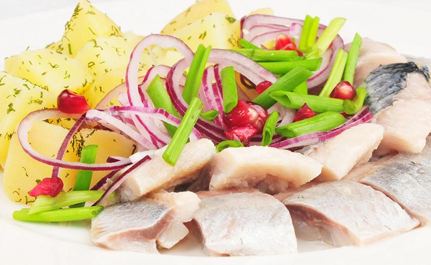Как не испортить селедку при солении – советы поваров
