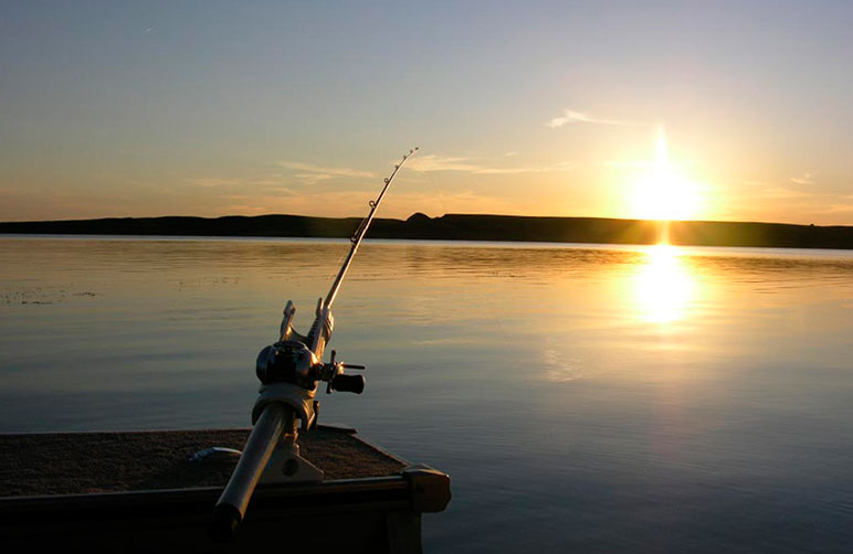 1401146277_pierre-fishing-lake-oahe-sunset-spring-walleyes-03