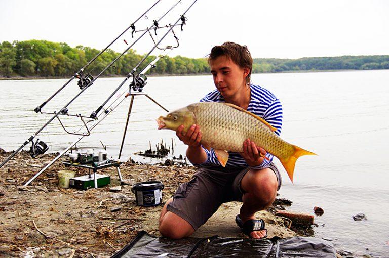 видео рыбалка на сазана весной видео